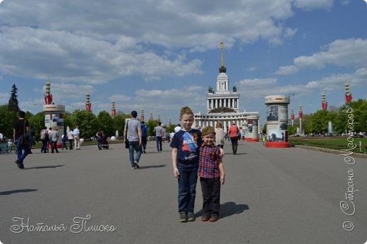Ещё раз здравствуйте, дорогие друзья!!! В продолжение предыдущего репортажа (https://stranamasterov.ru/node/1028276) хочу рассказать вам, как мы провели День Победы в Москве. Масштабные мероприятия в этот день проходили, конечно же, по всему городу, но так как мы жили в районе ВДНХ, туда и отправились с самого утра. P.S. Картинка с сайта w-dog.ru (https://w-dog.ru/wallpaper/wot-world-of-tanks-mir-tankov-wargamingnet-bigworld-tanki-tank-tanks-tank-9-maya-den-pobedy-prazdnik-t-34-85/id/284415/). фото 10