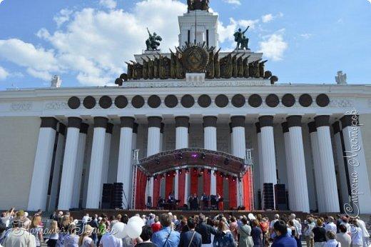 Ещё раз здравствуйте, дорогие друзья!!! В продолжение предыдущего репортажа (https://stranamasterov.ru/node/1028276) хочу рассказать вам, как мы провели День Победы в Москве. Масштабные мероприятия в этот день проходили, конечно же, по всему городу, но так как мы жили в районе ВДНХ, туда и отправились с самого утра. P.S. Картинка с сайта w-dog.ru (https://w-dog.ru/wallpaper/wot-world-of-tanks-mir-tankov-wargamingnet-bigworld-tanki-tank-tanks-tank-9-maya-den-pobedy-prazdnik-t-34-85/id/284415/). фото 11