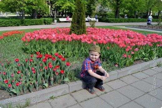 Ещё раз здравствуйте, дорогие друзья!!! В продолжение предыдущего репортажа (https://stranamasterov.ru/node/1028276) хочу рассказать вам, как мы провели День Победы в Москве. Масштабные мероприятия в этот день проходили, конечно же, по всему городу, но так как мы жили в районе ВДНХ, туда и отправились с самого утра. P.S. Картинка с сайта w-dog.ru (https://w-dog.ru/wallpaper/wot-world-of-tanks-mir-tankov-wargamingnet-bigworld-tanki-tank-tanks-tank-9-maya-den-pobedy-prazdnik-t-34-85/id/284415/). фото 8