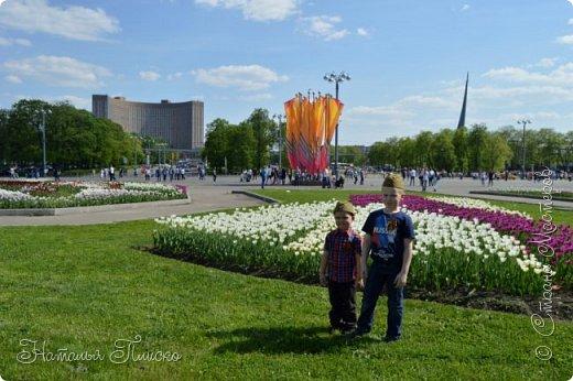 Ещё раз здравствуйте, дорогие друзья!!! В продолжение предыдущего репортажа (https://stranamasterov.ru/node/1028276) хочу рассказать вам, как мы провели День Победы в Москве. Масштабные мероприятия в этот день проходили, конечно же, по всему городу, но так как мы жили в районе ВДНХ, туда и отправились с самого утра. P.S. Картинка с сайта w-dog.ru (https://w-dog.ru/wallpaper/wot-world-of-tanks-mir-tankov-wargamingnet-bigworld-tanki-tank-tanks-tank-9-maya-den-pobedy-prazdnik-t-34-85/id/284415/). фото 12
