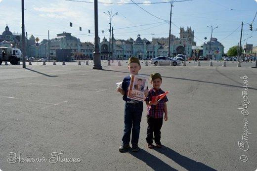 Ещё раз здравствуйте, дорогие друзья!!! В продолжение предыдущего репортажа (http://stranamasterov.ru/node/1028276) хочу рассказать вам, как мы провели День Победы в Москве. Масштабные мероприятия в этот день проходили, конечно же, по всему городу, но так как мы жили в районе ВДНХ, туда и отправились с самого утра. P.S. Картинка с сайта w-dog.ru (https://w-dog.ru/wallpaper/wot-world-of-tanks-mir-tankov-wargamingnet-bigworld-tanki-tank-tanks-tank-9-maya-den-pobedy-prazdnik-t-34-85/id/284415/). фото 16