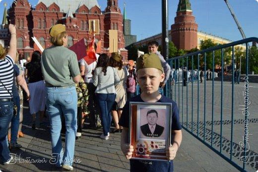 Ещё раз здравствуйте, дорогие друзья!!! В продолжение предыдущего репортажа (http://stranamasterov.ru/node/1028276) хочу рассказать вам, как мы провели День Победы в Москве. Масштабные мероприятия в этот день проходили, конечно же, по всему городу, но так как мы жили в районе ВДНХ, туда и отправились с самого утра. P.S. Картинка с сайта w-dog.ru (https://w-dog.ru/wallpaper/wot-world-of-tanks-mir-tankov-wargamingnet-bigworld-tanki-tank-tanks-tank-9-maya-den-pobedy-prazdnik-t-34-85/id/284415/). фото 26