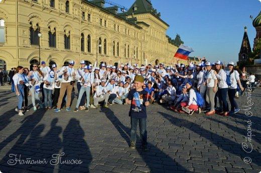 Ещё раз здравствуйте, дорогие друзья!!! В продолжение предыдущего репортажа (https://stranamasterov.ru/node/1028276) хочу рассказать вам, как мы провели День Победы в Москве. Масштабные мероприятия в этот день проходили, конечно же, по всему городу, но так как мы жили в районе ВДНХ, туда и отправились с самого утра. P.S. Картинка с сайта w-dog.ru (https://w-dog.ru/wallpaper/wot-world-of-tanks-mir-tankov-wargamingnet-bigworld-tanki-tank-tanks-tank-9-maya-den-pobedy-prazdnik-t-34-85/id/284415/). фото 32