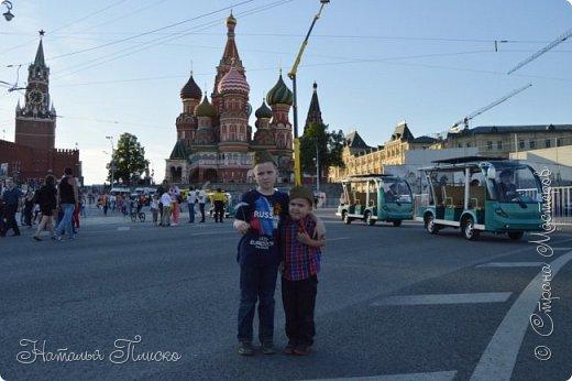 Ещё раз здравствуйте, дорогие друзья!!! В продолжение предыдущего репортажа (https://stranamasterov.ru/node/1028276) хочу рассказать вам, как мы провели День Победы в Москве. Масштабные мероприятия в этот день проходили, конечно же, по всему городу, но так как мы жили в районе ВДНХ, туда и отправились с самого утра. P.S. Картинка с сайта w-dog.ru (https://w-dog.ru/wallpaper/wot-world-of-tanks-mir-tankov-wargamingnet-bigworld-tanki-tank-tanks-tank-9-maya-den-pobedy-prazdnik-t-34-85/id/284415/). фото 34