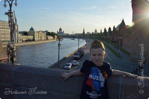 Ещё раз здравствуйте, дорогие друзья!!! В продолжение предыдущего репортажа (http://stranamasterov.ru/node/1028276) хочу рассказать вам, как мы провели День Победы в Москве. Масштабные мероприятия в этот день проходили, конечно же, по всему городу, но так как мы жили в районе ВДНХ, туда и отправились с самого утра. P.S. Картинка с сайта w-dog.ru (https://w-dog.ru/wallpaper/wot-world-of-tanks-mir-tankov-wargamingnet-bigworld-tanki-tank-tanks-tank-9-maya-den-pobedy-prazdnik-t-34-85/id/284415/). фото 38