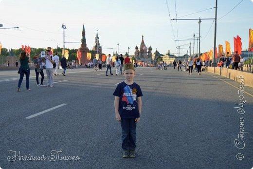 Ещё раз здравствуйте, дорогие друзья!!! В продолжение предыдущего репортажа (http://stranamasterov.ru/node/1028276) хочу рассказать вам, как мы провели День Победы в Москве. Масштабные мероприятия в этот день проходили, конечно же, по всему городу, но так как мы жили в районе ВДНХ, туда и отправились с самого утра. P.S. Картинка с сайта w-dog.ru (https://w-dog.ru/wallpaper/wot-world-of-tanks-mir-tankov-wargamingnet-bigworld-tanki-tank-tanks-tank-9-maya-den-pobedy-prazdnik-t-34-85/id/284415/). фото 39