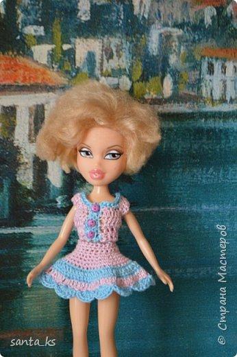 """Здравствуйте мастера и мастерицы! Знакомитесь это наша Сью. Вот решила показать вам небольшую часть ее нарядов. На ней вязанный костюмчик """" Зефирка"""". Кофточка с рукавами фонарик, топик и юбочка. фото 2"""