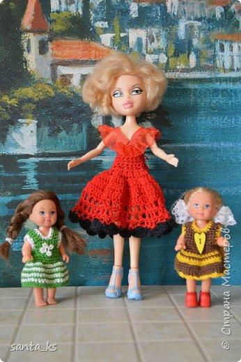 """Здравствуйте мастера и мастерицы! Знакомитесь это наша Сью. Вот решила показать вам небольшую часть ее нарядов. На ней вязанный костюмчик """" Зефирка"""". Кофточка с рукавами фонарик, топик и юбочка. фото 6"""