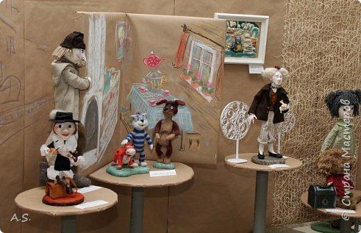 """Сегодня в краеведческом музее нашего города открылась интересная выставка - """"Мульти-пульти"""". На выставке представлены мультперсонажи, изготовленные студией """"Вдохновение"""" (Дом ремёсел). Да и само открытие было очень интересным и творческим: ребята из мультстудии """"Ка-ра-ку-ли"""" презентовали свои мультфильмы, зрители голосовали - выбирали лучший. Интересно смотреть, как на твое творчество реагируют зрители. А потом были всякие викторины и.. съёмки мультфильма. """"Оживляли"""" сахар. Половину съели в процессе съёмок. Каждый мог побывать в роли оператора. А уж сколько восторгов было, когда ребята увидели результат! фото 5"""