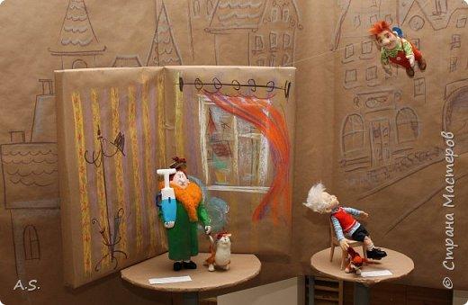 """Сегодня в краеведческом музее нашего города открылась интересная выставка - """"Мульти-пульти"""". На выставке представлены мультперсонажи, изготовленные студией """"Вдохновение"""" (Дом ремёсел). Да и само открытие было очень интересным и творческим: ребята из мультстудии """"Ка-ра-ку-ли"""" презентовали свои мультфильмы, зрители голосовали - выбирали лучший. Интересно смотреть, как на твое творчество реагируют зрители. А потом были всякие викторины и.. съёмки мультфильма. """"Оживляли"""" сахар. Половину съели в процессе съёмок. Каждый мог побывать в роли оператора. А уж сколько восторгов было, когда ребята увидели результат! фото 4"""