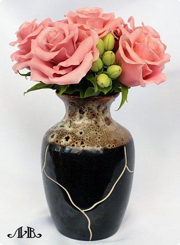 Привет всем. Давно не заходила к вам в гости, поэтому выкладываю сразу несколько своих работ. Сначала - композиция из розовых роз и гиперикума в вазочке. Любимый мною вариант. Слепленный из самоварного холодного фарфора. фото 2