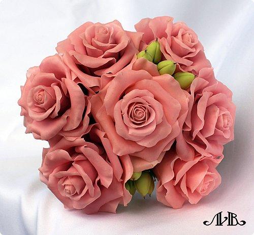 Привет всем. Давно не заходила к вам в гости, поэтому выкладываю сразу несколько своих работ. Сначала - композиция из розовых роз и гиперикума в вазочке. Любимый мною вариант. Слепленный из самоварного холодного фарфора. фото 3