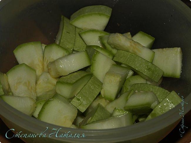 Добрый день))) Хочу поделить вкуснючей закуской из кабачков, есть её советую в холодной виде, настоявшуюся. фото 3