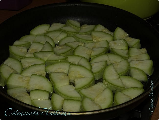 Добрый день))) Хочу поделить вкуснючей закуской из кабачков, есть её советую в холодной виде, настоявшуюся. фото 4
