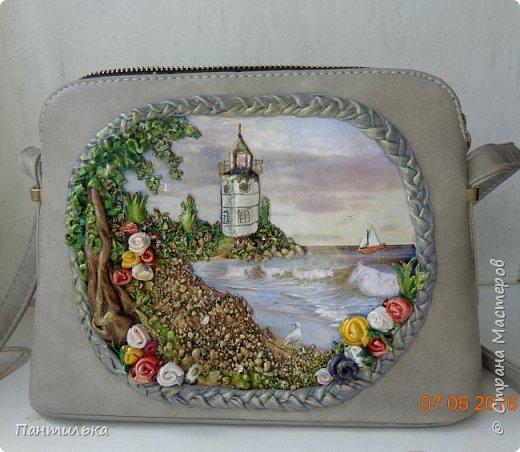 """Небольшой летний клатч...""""Маяк надежды"""",выполнен с использованием декупажа,  натуральной кожи,морских камушков и ракушек. фото 1"""