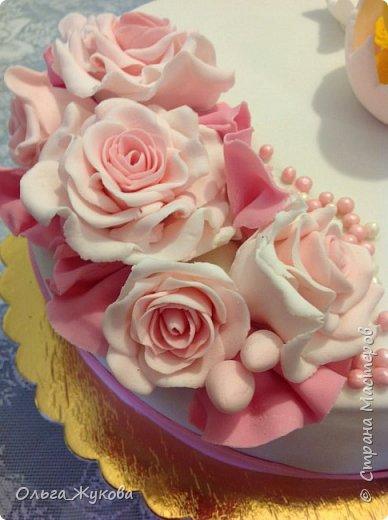 Всем доброго времени суток! Ещё один торт с розами на день рождения, в данном случае, детского клуба. На этот раз вылупился птенчик!! фото 4
