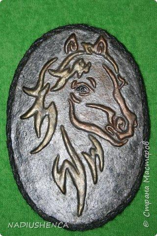 Мне приснился рыжий конь золотогривый,     Бил копытом у крыльца,звал за собой...     Если б чуточку пораньше,мой ретивый,     То умчалась без оглядки бы с тобой! фото 1