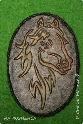 Мне приснился рыжий конь золотогривый,     Бил копытом у крыльца,звал за собой...     Если б чуточку пораньше,мой ретивый,     То умчалась без оглядки бы с тобой! фото 2