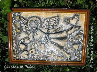 """Ангел  В дверях эдема ангел нежный Главой поникшею сиял, А демон мрачный и мятежный Над адской бездною летал.  Дух отрицанья, дух сомненья На духа чистого взирал И жар невольный умиленья Впервые смутно познавал.  """"Прости,- он рек,- тебя я видел, И ты недаром мне сиял: Не все я в небе ненавидел, Не все я в мире презирал"""".                                                                                                         Александр Пушкин фото 4"""