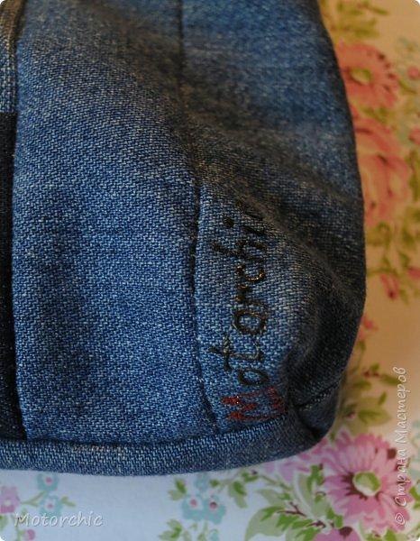 Давно я ничего не шила, и постепенно нарастающее желание шить выросло до таких размеров, что меня на этих выходных буквально прорвало =) Перед вами - основной (есть еще несколько промежуточных, но они пока ждут своего зведного часа) результат работы со швейной машинкой и джинсовыми обрезками. фото 8