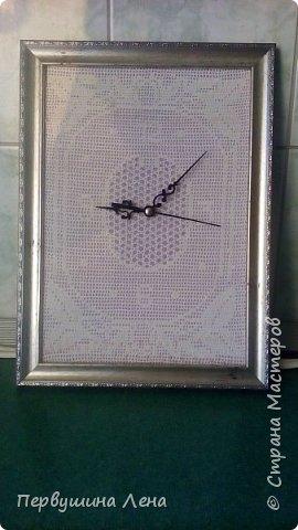 Первые часы получились неожиданно большими: 60*90 см Узлов увы много, нитки старые. Стрелки такие маленькие, потому что часовщик сказал, что часовой механизм не выдерживает большие, ломается. фото 16