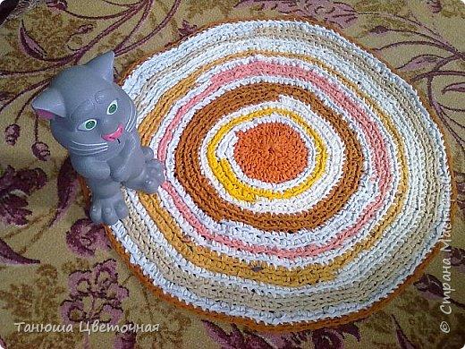 Здавствуйте всем всем!Простите за долгое отсутствие)))заработалась))) Назвала этот коврик солнечный,другое даже и в голову не приходит.