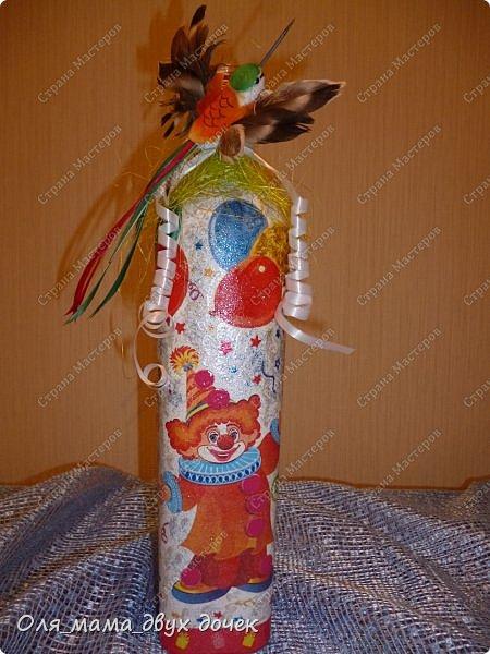 Продолжаю осваивать бутылочную тему.Подвернулось День Рождения и я с большим удовольствием вызвалась нарядить бутылочки. фото 5