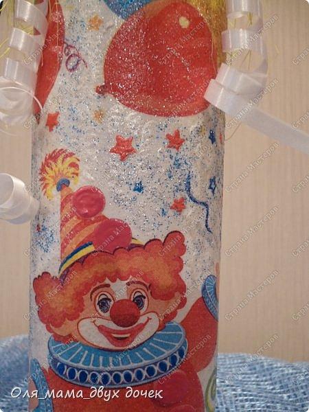 Продолжаю осваивать бутылочную тему.Подвернулось День Рождения и я с большим удовольствием вызвалась нарядить бутылочки. фото 7