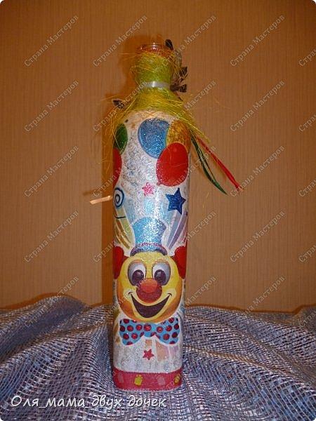 Продолжаю осваивать бутылочную тему.Подвернулось День Рождения и я с большим удовольствием вызвалась нарядить бутылочки. фото 8