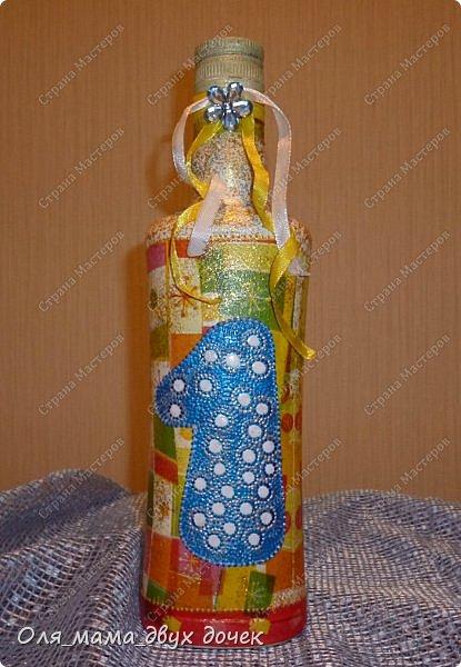 Продолжаю осваивать бутылочную тему.Подвернулось День Рождения и я с большим удовольствием вызвалась нарядить бутылочки. фото 9