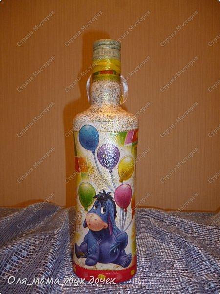 Продолжаю осваивать бутылочную тему.Подвернулось День Рождения и я с большим удовольствием вызвалась нарядить бутылочки. фото 10
