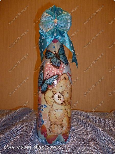 Продолжаю осваивать бутылочную тему.Подвернулось День Рождения и я с большим удовольствием вызвалась нарядить бутылочки. фото 11