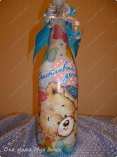 Продолжаю осваивать бутылочную тему.Подвернулось День Рождения и я с большим удовольствием вызвалась нарядить бутылочки. фото 13