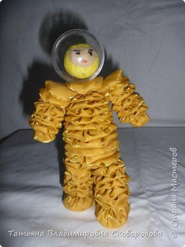 Мастер - класс «Изготовление космонавта из тканевых дисков» (Композиция «Тропой Гагарина») фото 34
