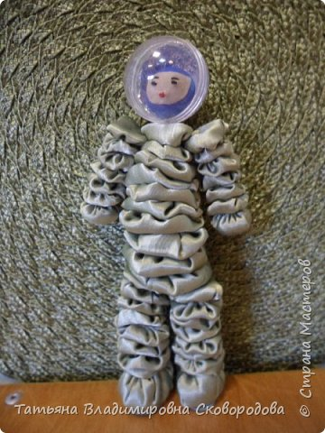 Мастер - класс «Изготовление космонавта из тканевых дисков» (Композиция «Тропой Гагарина») фото 37