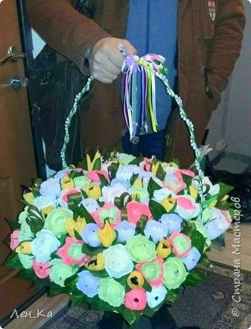 Как же приятно получить столько цветов да еще и со съедобным сюрпризом!  Вот такая корзина получилась размером 50*50см, 113 конфет! Конфетки: Марисанка, Аленка, Raffaello и др. Тюльпаны и розы крутила целую неделю. фото 1
