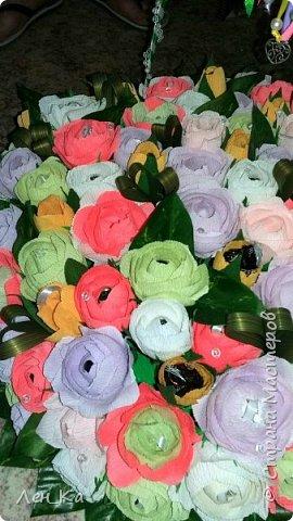 Как же приятно получить столько цветов да еще и со съедобным сюрпризом!  Вот такая корзина получилась размером 50*50см, 113 конфет! Конфетки: Марисанка, Аленка, Raffaello и др. Тюльпаны и розы крутила целую неделю. фото 4