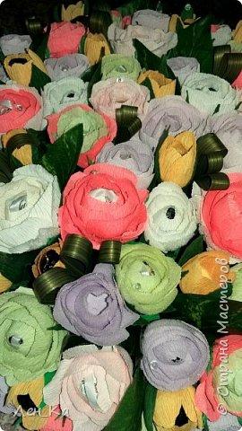 Как же приятно получить столько цветов да еще и со съедобным сюрпризом!  Вот такая корзина получилась размером 50*50см, 113 конфет! Конфетки: Марисанка, Аленка, Raffaello и др. Тюльпаны и розы крутила целую неделю. фото 5
