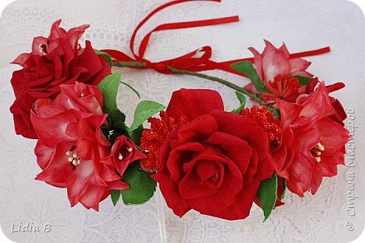 Венок из трех видов пионов. В центре, бордовый сделан  по личной разработке, выкройки лепестков сняты с живого цветка фото 3