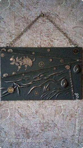 """Придумалась ключница с детальками от часов.В основе кусок сайдинга,обклеила кожей на клей""""титан"""" фото 1"""