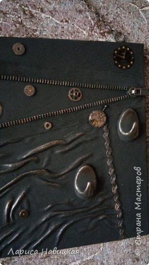 """Придумалась ключница с детальками от часов.В основе кусок сайдинга,обклеила кожей на клей""""титан"""" фото 3"""