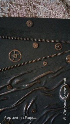 """Придумалась ключница с детальками от часов.В основе кусок сайдинга,обклеила кожей на клей""""титан"""" фото 4"""