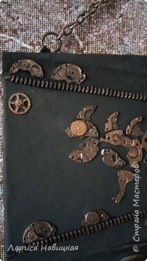 """Придумалась ключница с детальками от часов.В основе кусок сайдинга,обклеила кожей на клей""""титан"""" фото 5"""