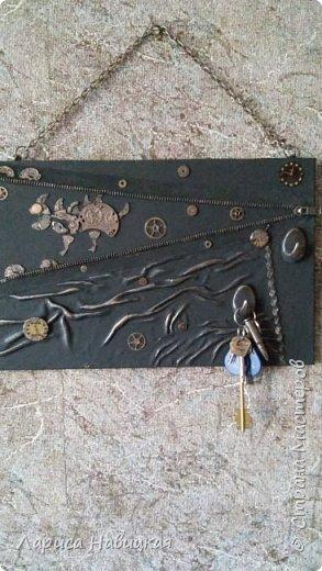 """Придумалась ключница с детальками от часов.В основе кусок сайдинга,обклеила кожей на клей""""титан"""" фото 7"""