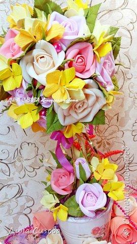 Топиарий. Все цветы ручной работы из фоамирана.