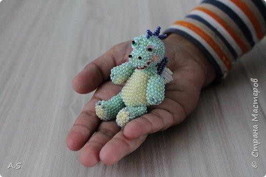 Сплёлся у меня дракончик для сына. По мастер классу от замечательной мастерицы Бригантины http://stranamasterov.ru/node/268451?c=favorite  фото 1