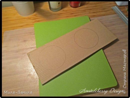 """Сегодня буду описывать второй способ изготовления донышка, для заготовки из папье-маше. Он проще и быстрее, поэтому, в основном, я его и применяю. Единственный минус это наличие самого материала, я знаю, что не у всех он бывает в свободном доступе. Я занимаюсь поделками из картона регулярно, поэтому специально заказываю хороший толстый картон. В теории, можно использовать гофрокартон любой толщины, просто делать несколько слоев, например, склеивать их на жидкие гвозди, т.к. они не размачивают бумагу.  В своих работах я использую картон, толщиной 7 мм.  Основание для шкатулки http://stranamasterov.ru/node/1020158 Крышка для шкатулки http://stranamasterov.ru/node/1021660 Донышко для шкатулки из акварельной бумаги http://stranamasterov.ru/node/1028952 По данной технологии я сделала шкатулку """"Озорной купидон"""", приглашаю посмотреть здесь http://stranamasterov.ru/node/1016178 Итак, приступаем. фото 6"""