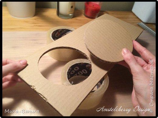 """Сегодня буду описывать второй способ изготовления донышка, для заготовки из папье-маше. Он проще и быстрее, поэтому, в основном, я его и применяю. Единственный минус это наличие самого материала, я знаю, что не у всех он бывает в свободном доступе. Я занимаюсь поделками из картона регулярно, поэтому специально заказываю хороший толстый картон. В теории, можно использовать гофрокартон любой толщины, просто делать несколько слоев, например, склеивать их на жидкие гвозди, т.к. они не размачивают бумагу.  В своих работах я использую картон, толщиной 7 мм.  Основание для шкатулки http://stranamasterov.ru/node/1020158 Крышка для шкатулки http://stranamasterov.ru/node/1021660 Донышко для шкатулки из акварельной бумаги http://stranamasterov.ru/node/1028952 По данной технологии я сделала шкатулку """"Озорной купидон"""", приглашаю посмотреть здесь http://stranamasterov.ru/node/1016178 Итак, приступаем. фото 10"""