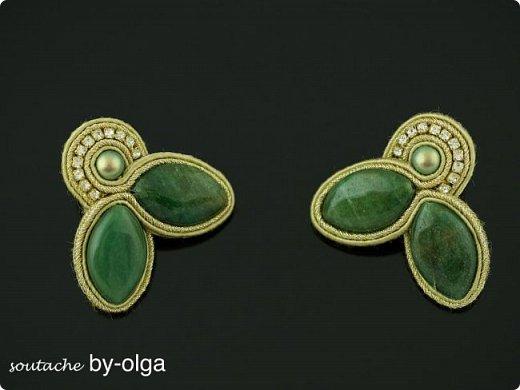 Основной элемент в этих серьгах - это авантюриновые бусы зелёного цвета. фото 1