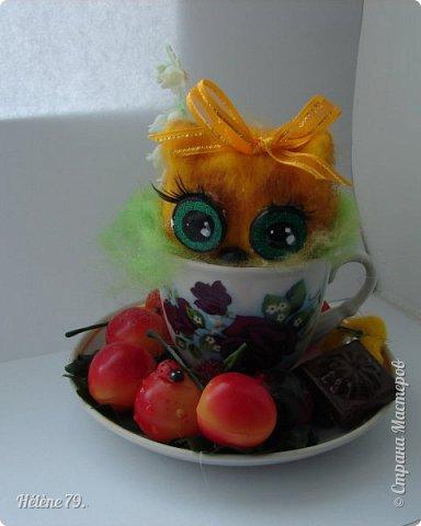 Здравствуйте, дорогие соседи!!! Сегодня хотела бы поделиться с ВАМИ своими поделочками с использованием ненужной посуды.   Цыплёнок в кружке.   фото 4